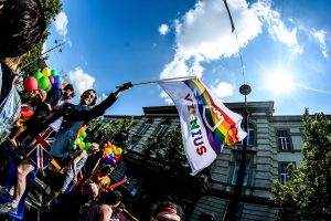 City Councillor Mark Adam Harold flies a rainbow-coloured Vilnius flag at Baltic Pride 2016. Photo: Audrius Dzimidavicius
